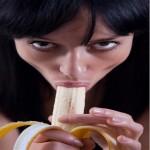 Создать Девушка ест банан - Мем Мем